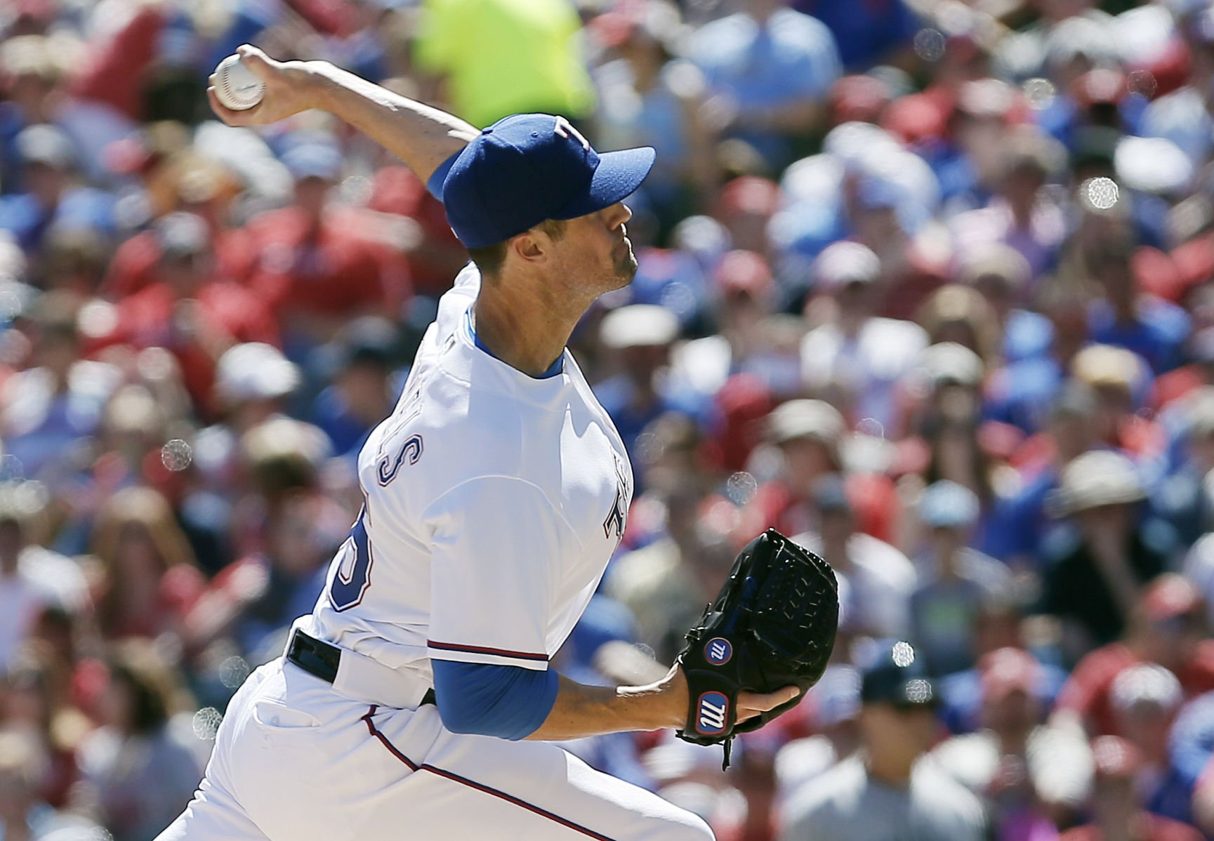 Rangers fall to Twins 8-4 as Colon throws complete game
