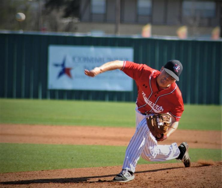 Navarro Baseball: Bulldog relievers throw six hitless innings in 4-2 win