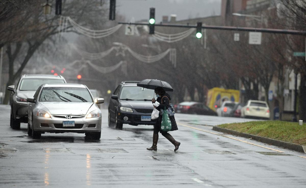 Nearly 30K without power as damaging winds, heavy rain hit CT