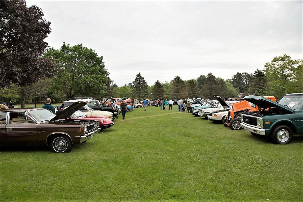 Litchfield Lions lay out a rolling car show parade