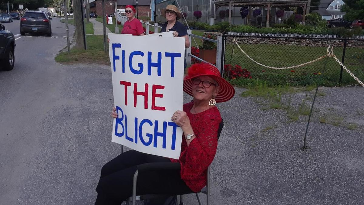 Bantam residents hold blight protest in front of businesses