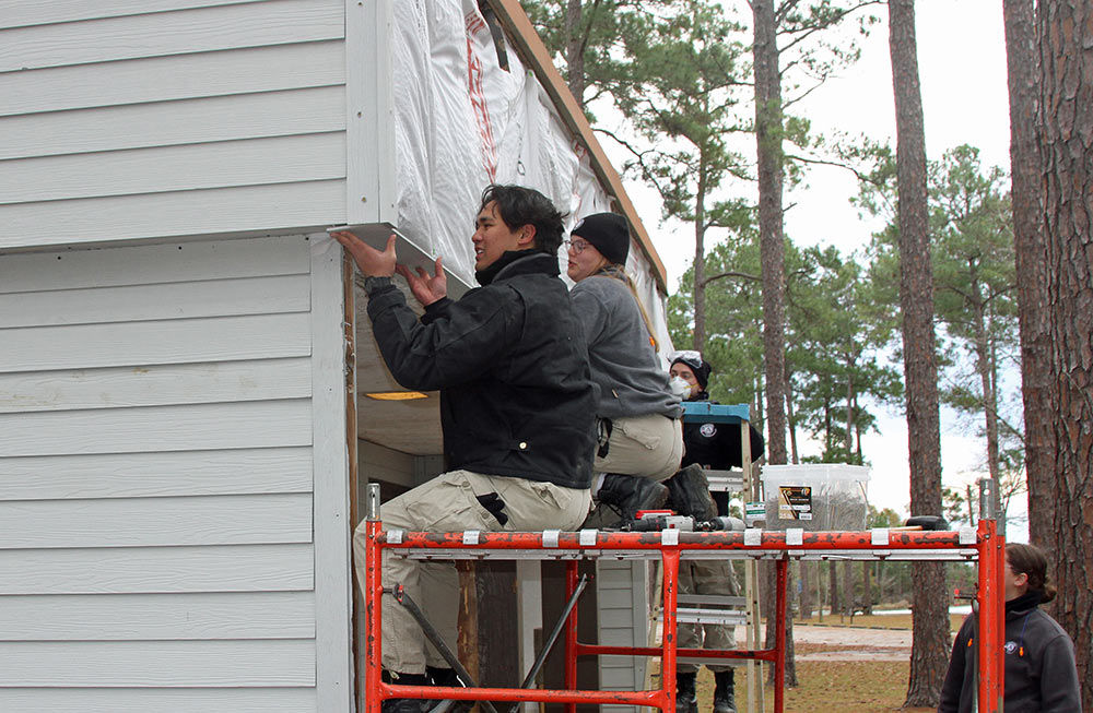 AmeriCorps Volunteers Make Improvements at Lakepoint State Park