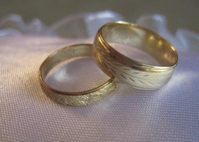 wedding rings.TIF