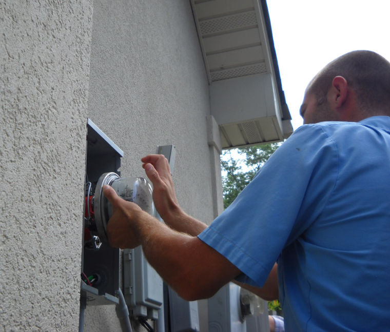 No Electric Bills Sounds Good To Glade Residents Glade