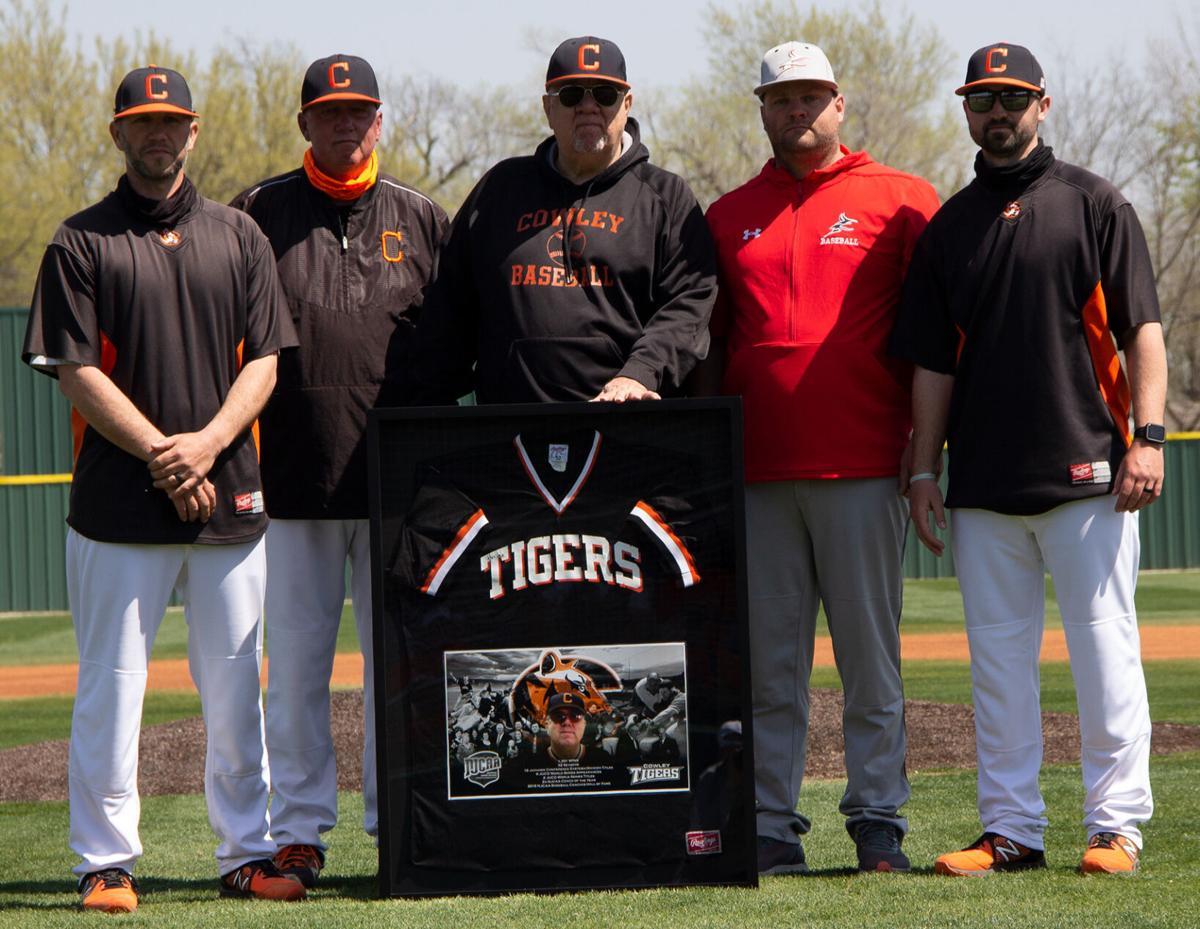 A legend retires, then Tigers split twinbill with Allen