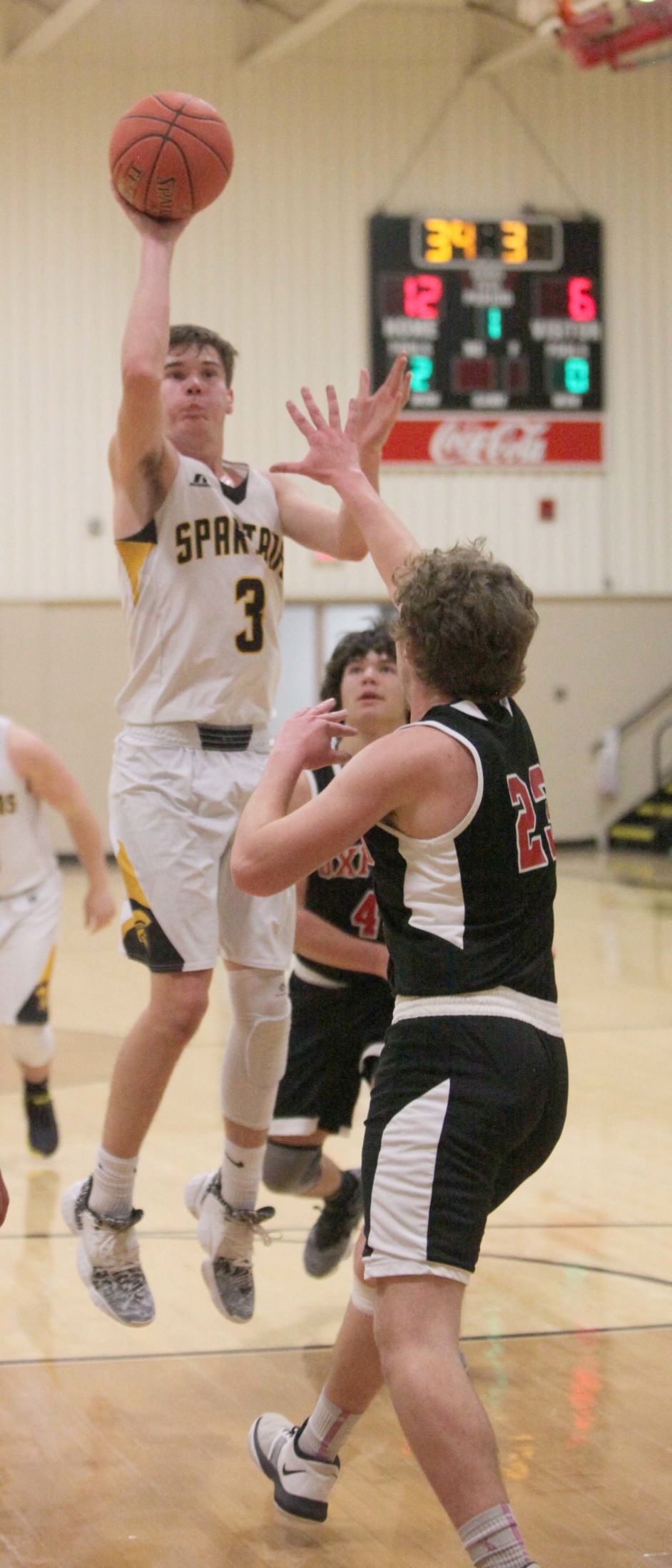 Top-seeded Spartans bury 12 shots from 3-point range to advance to semifinals