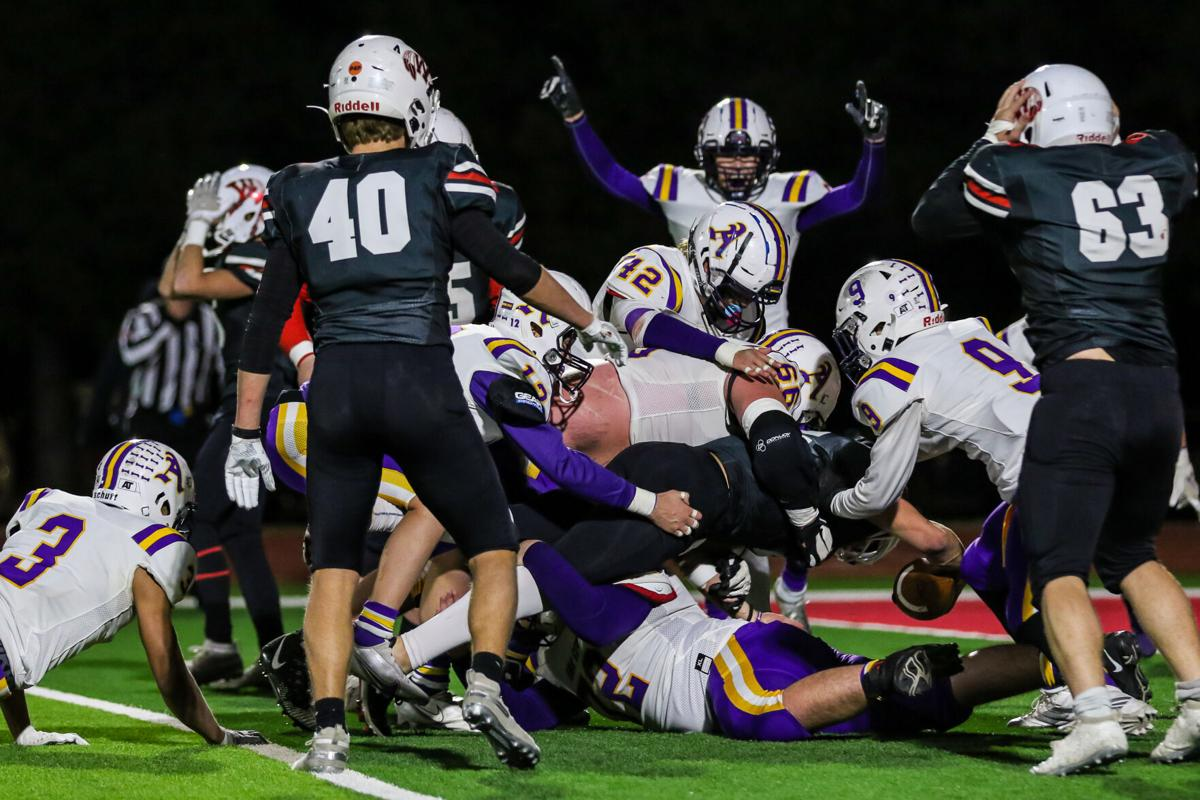 Bulldogs prevent 2-point conversion to defeat Wamego and advance to the Class 4A Final 4