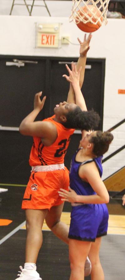 Lady Tigers top Pratt to advance to quarterfinals