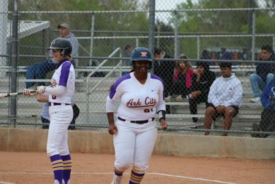 Lady Bulldogs hit four homers, win in walk-off fashion