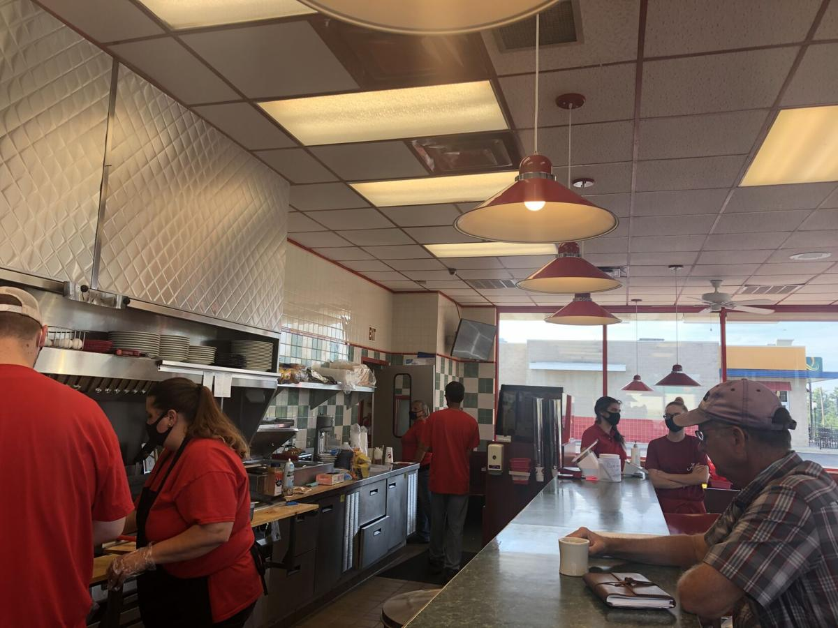 Dabbs diner opens in Hanceville