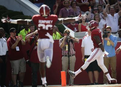 Alabama Football Hurts Leads No 1 Tide Past Western Kentucky 38 10