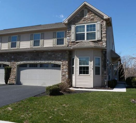 Beautiful 3BR Townhome For Rent image 1
