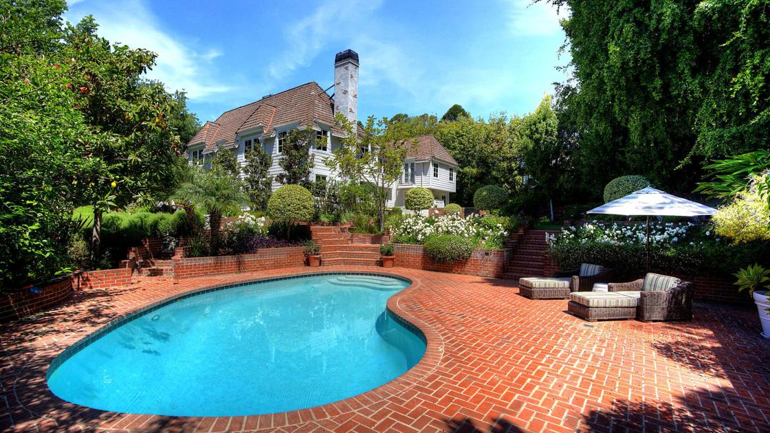 Photos: Look inside homes owned by Chris Meloni, Tommy Thayer and more