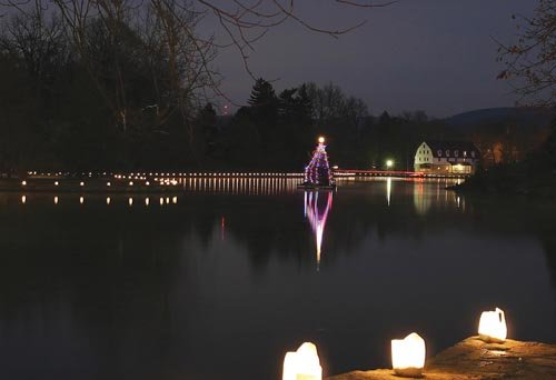 Christmas by the Lake offers residents chance to see Boiling ...