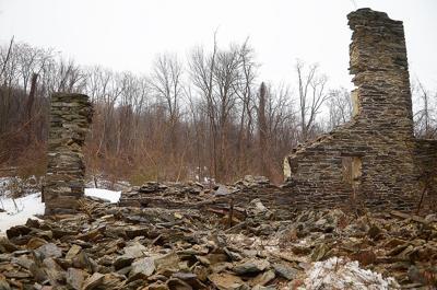 020416-sntl-nws-Bumker-Hill-Farm-Wall-Collapse-1.jpg