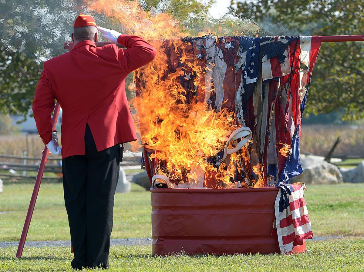 092015-sntl-spt-Flag-Retirement-1.jpg