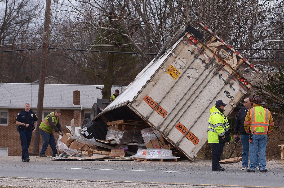 033115-sntl-nws-Truck-Crash-81-2.jpg