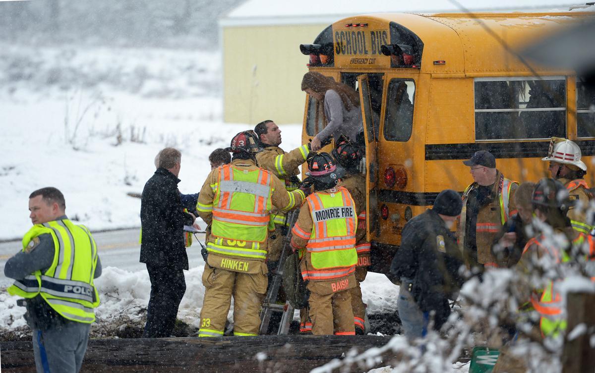 021016-sntl-nws-Bus-Crash-8.jpg