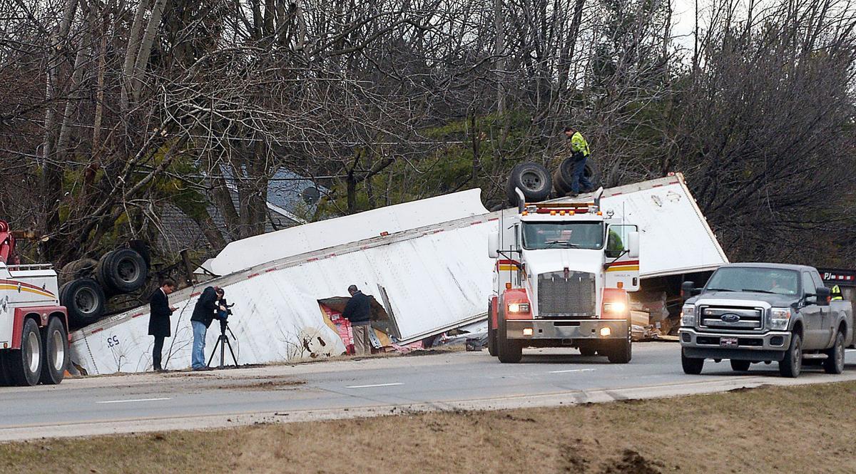 033115-sntl-nws-Truck-Crash-81-1.jpg