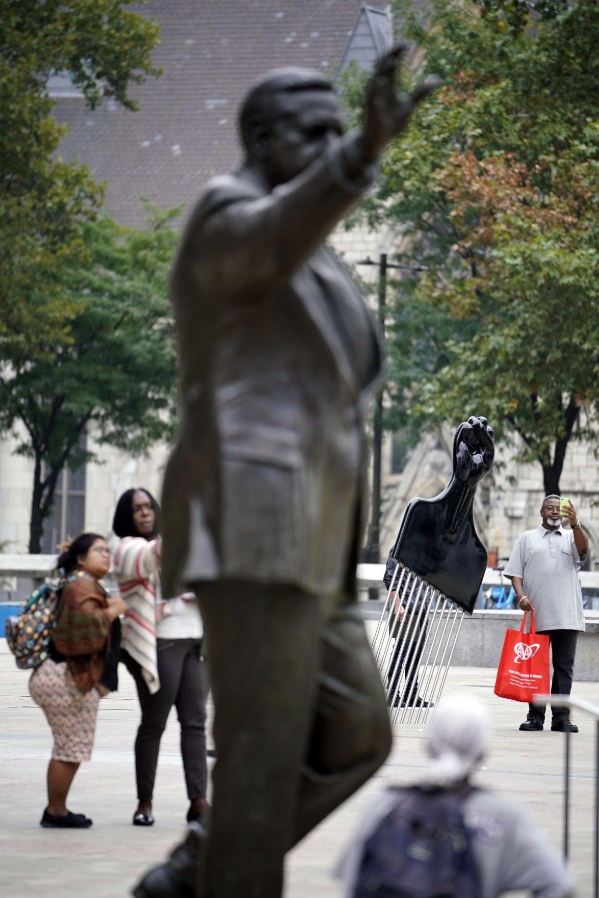 Rizzo Statue Afro Pick