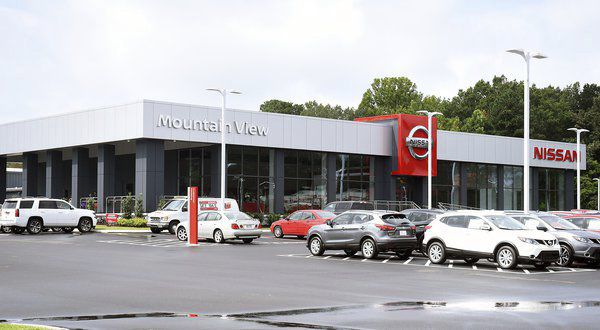 Mountain View Nissan Celebrates Dalton Location