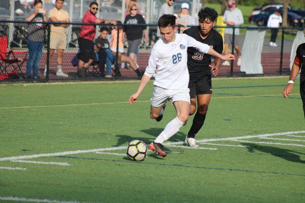 Southeast boys steal 2 late goals to end Creek's streak, keep their own alive