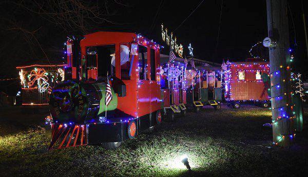 Where To See Christmas Lights.Dalton Is Lit Where To See The Best Christmas Lights Around