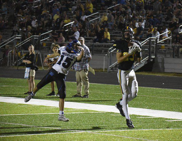 Slow start, fast finish: North Murray cruises past Model as freshman QB helps Mountaineers to win