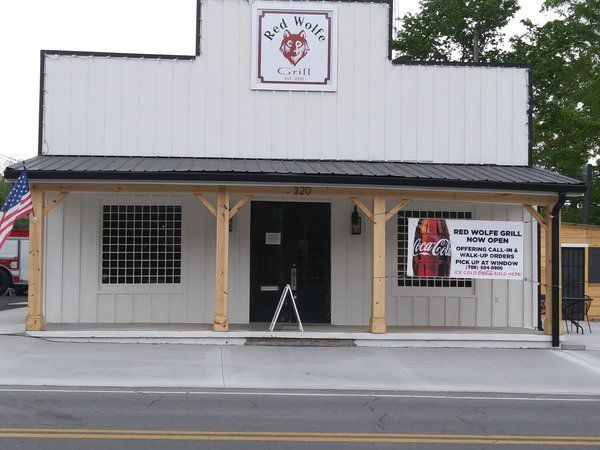 Customers flock to Red Wolfe Grill in downtown Cohutta