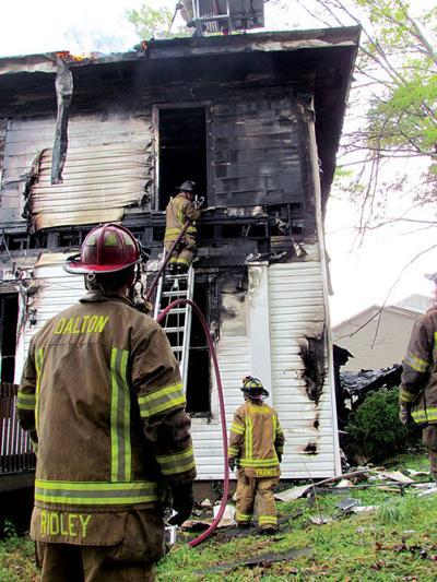 Dalton firefighters battle blaze | Local News | dailycitizen