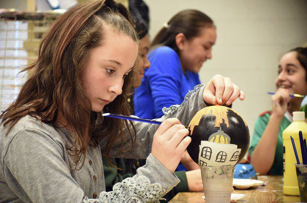 'Once in a lifetime': Valley Point students create ornaments for Christmas tree display in D.C.