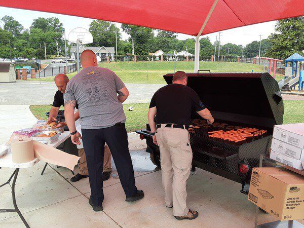 City Park School concludes year with lunch with local officers