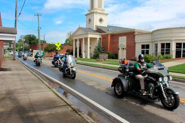 'A true, unsung hero':Green Beret combat vet Gravett escorted on final ride