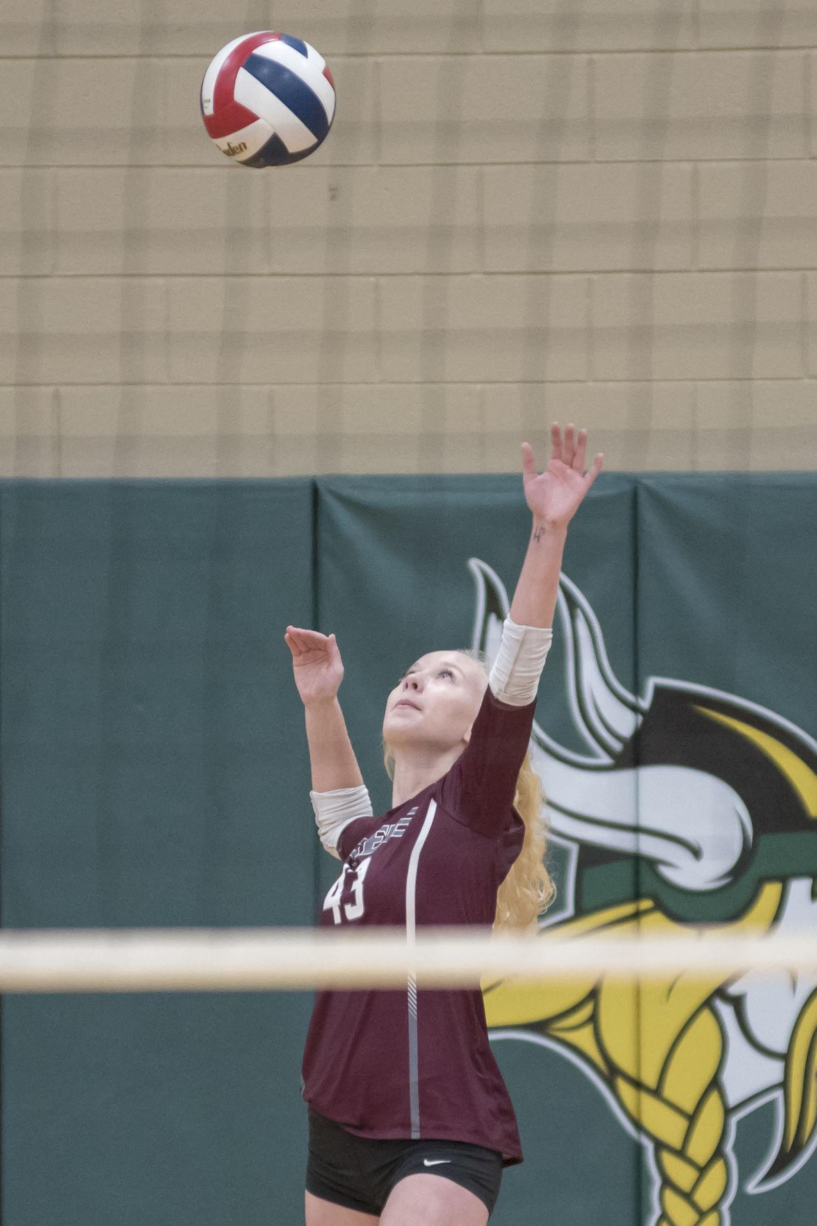 Rebecca Stevens lines up a serve.JPG