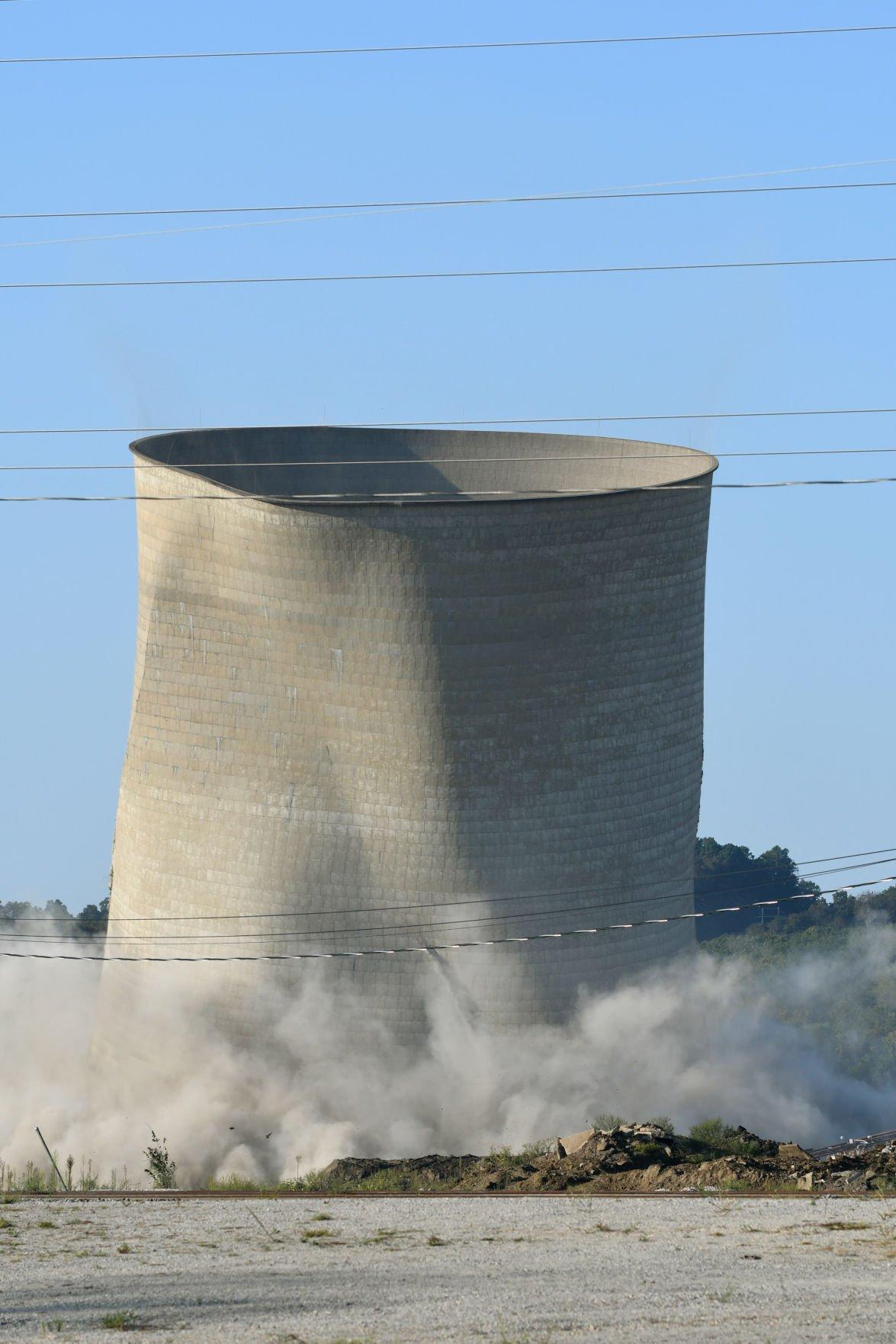 Big bang at Big Sandy Plant as Unit 2 es tumbling down
