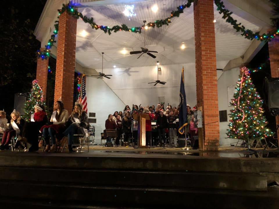Ashland Ky Christmas Parade 2021 Ashland Lights Up For The Holidays News Dailyindependent Com