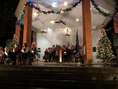Ashland Christmas Parade 2019.Ashland Lights Up For The Holidays News Dailyindependent Com