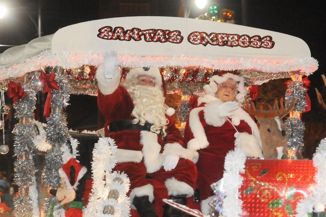 Ashland Christmas Parade 2019.Ashland Christmas Parade Crowds Downtown Streets News