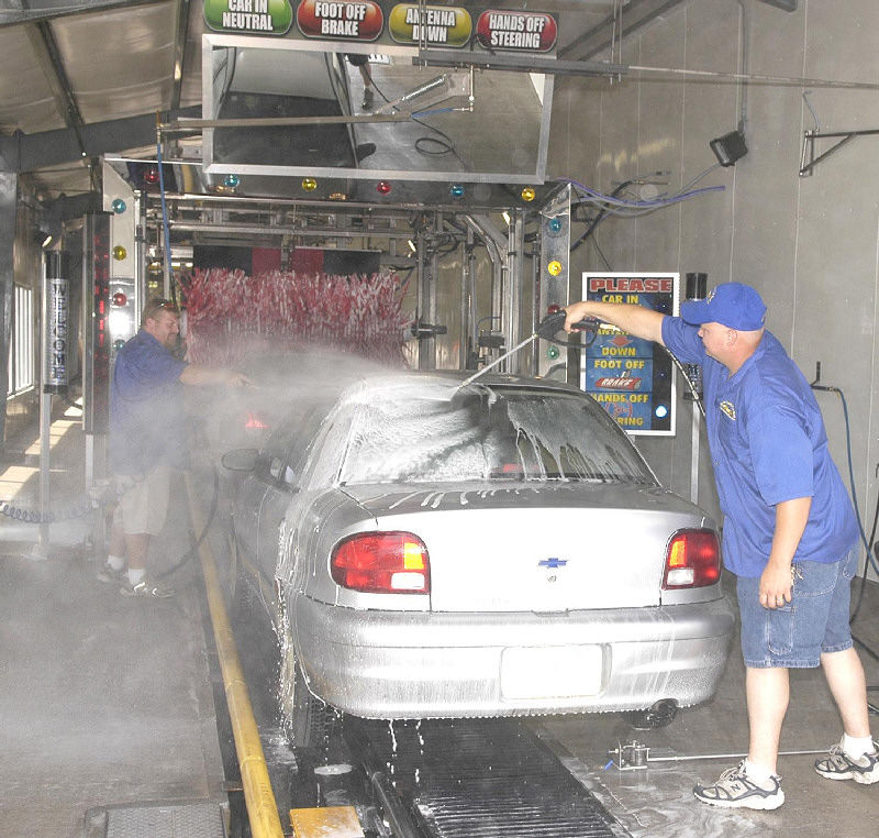 Experience in car wash spins his wheels news dailyitem dustin king right and todd arnold vice president of operations at ultimate express prepare mr gessel s vehicle as it enters the wash cycle solutioingenieria Gallery