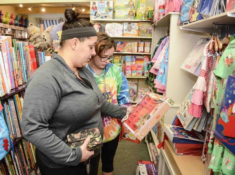 Businesses expect strong sales, despite short season