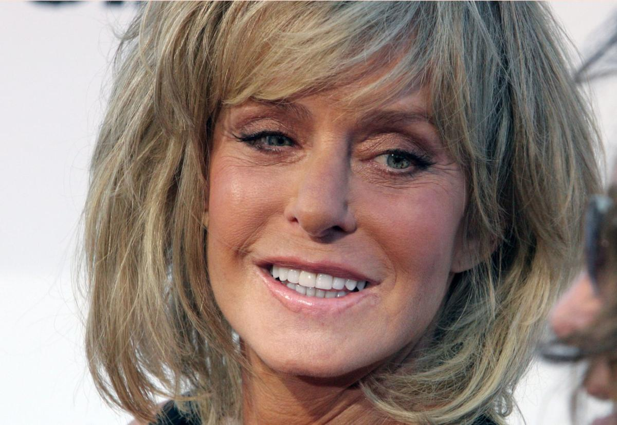 13, 2006 file photo, actress Farrah Fawcett poses for photographers on the  red carpet before Comedy Central's