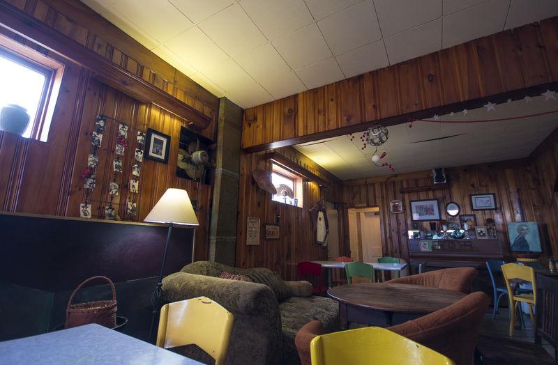 Sunbury restaurant has fresh food, but no TVs or clocks