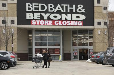 Holiday sales up, but retail stores still closing