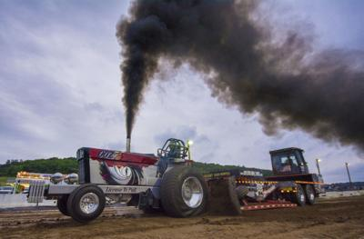 Roaring tractors delight crowd at Middlecreek showgrounds
