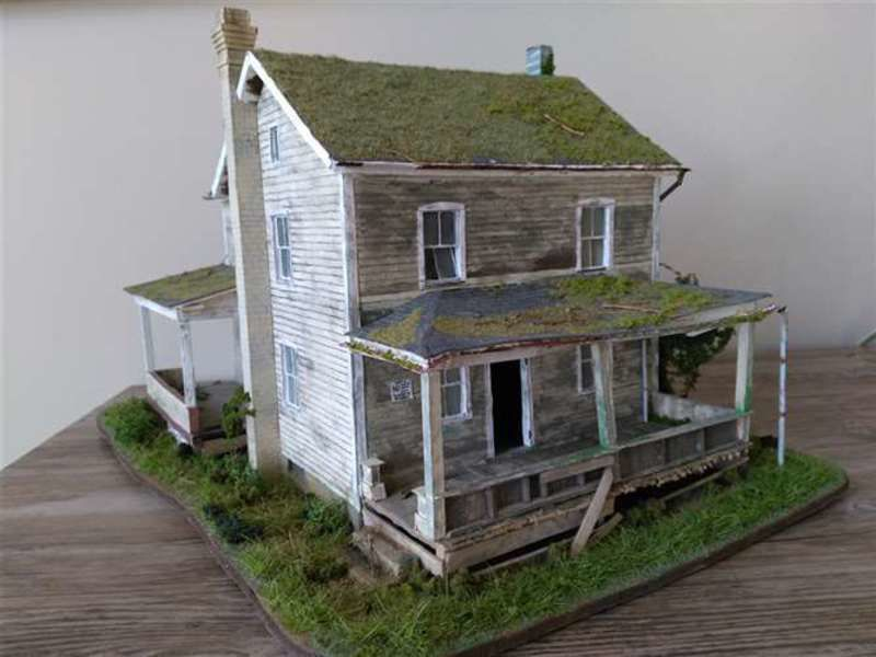 Valley student wins big with miniature art