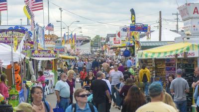 Fair draws in thousands ahead of rainy days