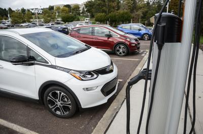 Geisinger employees ease up on the gas, test electric cars