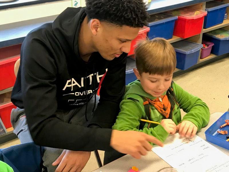 Susquehanna basketball players return to kindergarten