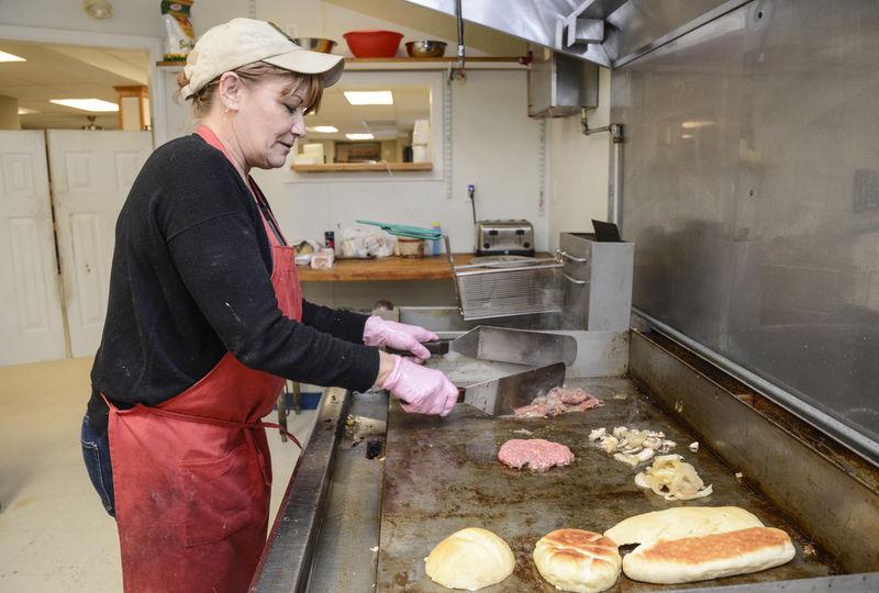New diner -- Mamamac's -- opens in Sunbury