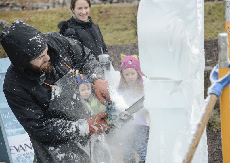 Wielding chainsaw, propane torch sculptor kicks off Lewisburg Ice Festival